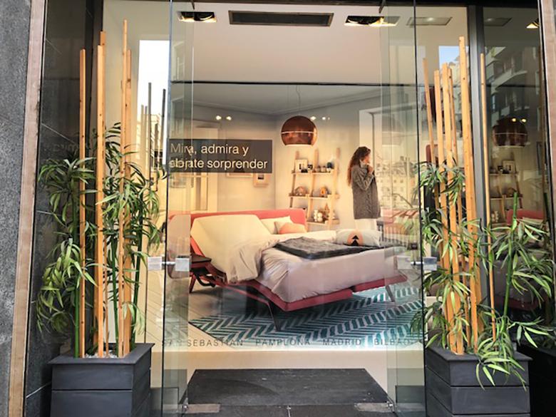 Entrada de la nueva tienda ENSUEÑOS en Bilbao, Alameda Recalde 35