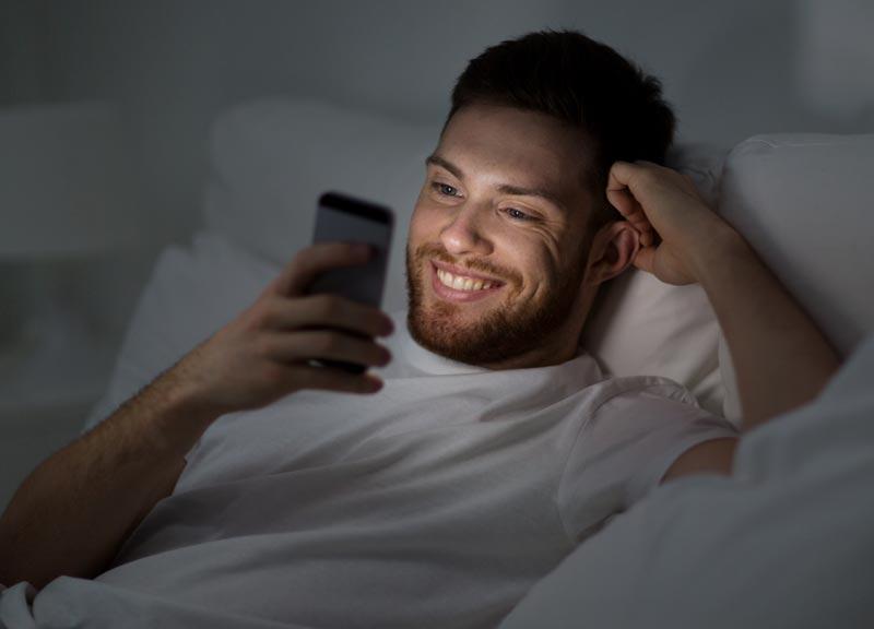 Insomnio digital y estimulación cerebral debido a la conectividad