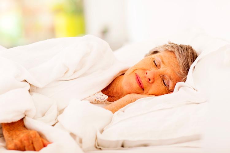Señora mayor durmiendo